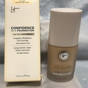 It Confidence liquid foundation